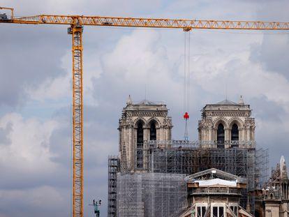 El inicio de desmontaje del andamio de Notre Dame en junio de 2020