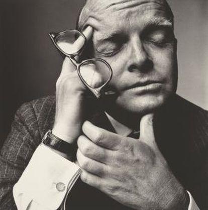 El escritor Truman Capote, retratado por Irving Penn.