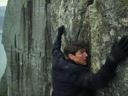 Tom Cruise, colgado de un precipicio en el tráiler de 'Mission: Impossible - Fallout'.