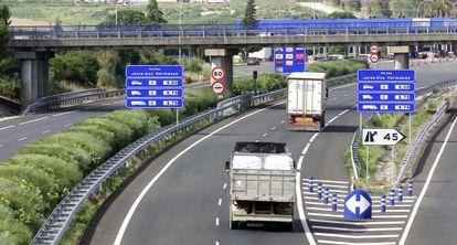 Autopista de peaje AP-4 entre Sevilla y Cádiz.