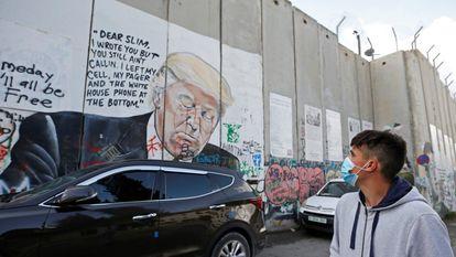 Un mural de Trump en el muro de Cisjordania.