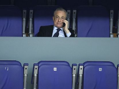 Florentino Pérez, en un partido del Madrid de baloncesto.