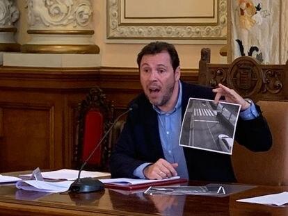 El alcalde de Valladolid, Óscar Puente, critica la sentencia sobre las multas de 'foto-rojo'.