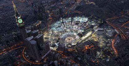 Vista aérea the la gran mezquita de La Meca, rodeada de hoteles.