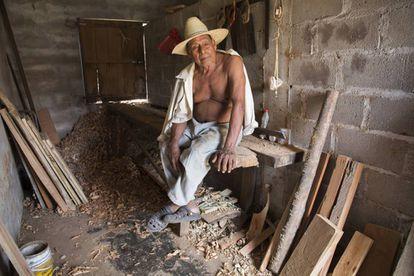 """Reyes Arias Román, uno de los chontales beneficiados por el proyecto de los """"camellones"""", en Tucta."""
