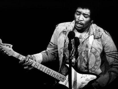 Jimmy Hendrix, durante uno de sus conciertos.