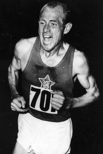 El atleta Emil Zátopek (Koprivnice, 1922-Praga, 2000), en una imagen de 1954