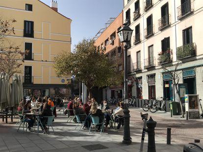 Una terraza en el barrio de Malasaña en Madrid, cerca de la calle Espíritu Santo. A.R.V