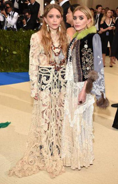 Mary-Kate Olsen y Ashley Olsen, con su peculiar estilo.