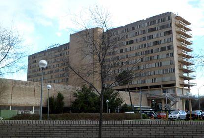 El Hospital Reina Sofía de Córdoba, donde está ingresada la mujer.