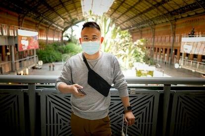 Yifang Zhao, antes de tomar el tren en la estación de Atocha para ir a pasar junto a unos amigos el fin de semana en Gandía.