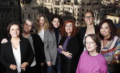 De izquierda a derecha: Pepa Bueno, periodista; Mar García-Hernández, científica; Christina Rosenvinge, música; Bárbara Lennie, actriz; Elvira Lindo, escritora; Amaya Valdemoro, baloncestista; Ana Rosa Quintana, periodista; y Marta Sanz, escritora.