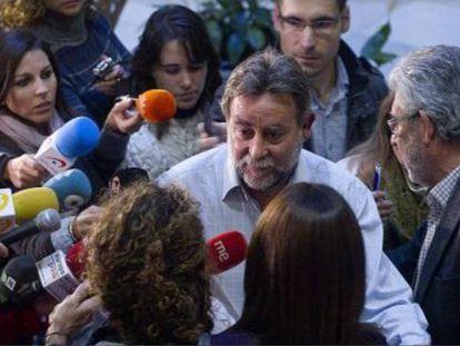 Fernández Sevilla tras presentar su dimisión en la sede regional de UGT, en noviembre de 2013.