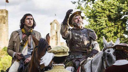 Adam Driver y Jonathan Pryce, en un fotograma de 'El hombre que mató a Don Quijote'.