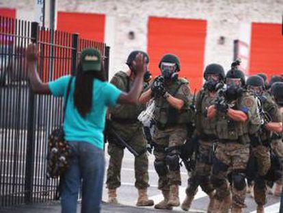 Una escena de los disturbios en Ferguson, Misuri