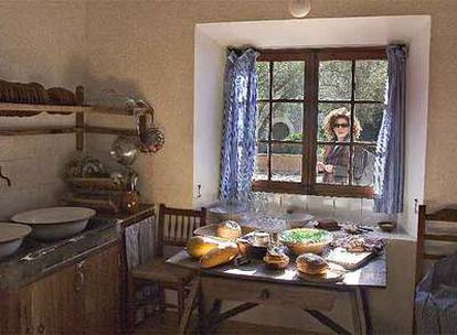 La cocina de Ca n'Alluny (en mallorquín, casa alejada), construida por Robert Graves en 1932 en Deià, Mallorca, y ahora reconvertida en casa-museo.