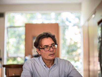 Alejandro Gaviria, en su casa de Bogotá, un día después de anunciar su candidatura a la presidencia de Colombia.