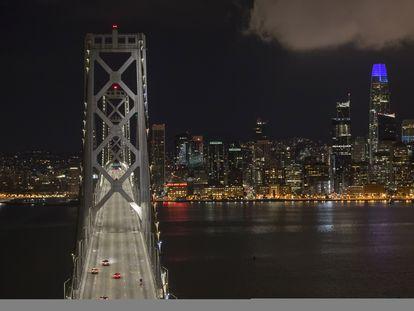 El puente de la bahía de San Francisco, tras declararse el confinamiento de toda la región.