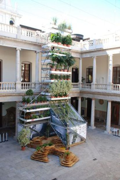 Vivero vertical, composición expuesta en La Nau de València.
