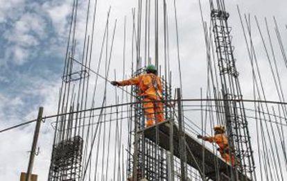 Construcción de edificios en Lima.