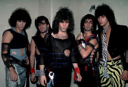 El grupo Bon Jovi, con su solista en el centro, antes de salir a una actuación en Rosemont, Illinois, en mayo de 1984.