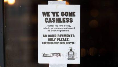 Cartel que rexhaza el efectivo en Reino Unido