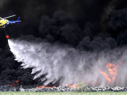 Incendio en el vertedero de neumáticos de Seseña, el 13 de mayo de 2016.