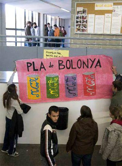 Cartel anti-Bolonia en el IES Fabra de Alella (Barcelona).