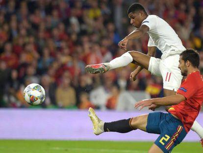 Rashford marca ante Jonny el 0-2 en el Villamarín. En vídeo, declaraciones de Luis Enrique y de Dani Ceballos sobre la derrota de la selección.