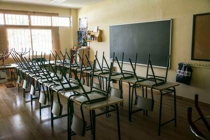 Un aula de un colegio madrileño, cerrado por la covid-19.