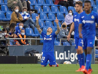 Sandro Ramírez celebra su gol a la Real Sociedad.