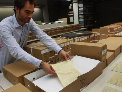 Documentos procedentes de Salamanca, poco después de llegar al Arxiu Nacional de Catalunya (ANC) en diciembre de 2014.