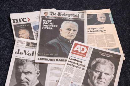 Las portadas de varios diarios holandeses informan sobre la muerte de periodista Peter R. de Vries.