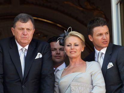 Los familiares de Charlene Wittstock en el balcón de palacio: su padre, Michael Kenneth Wittstock, su madre, Lynette Humberstone y sus hermanos, Sean y Gareth.
