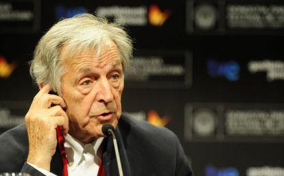 El director Costa-Gavras en la rueda de prensa tras el estreno de 'Le Capital'.