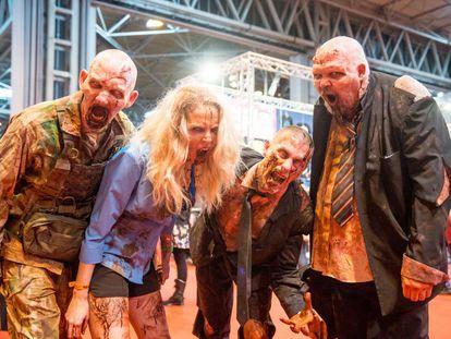 Varios disfrazados de zombis en la convención del comic en Birmingham, el 18 de marzo.
