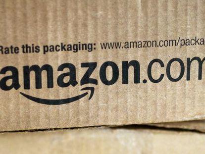 Paquete con el logo de Amazon