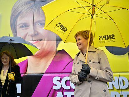 La ministra principal de Escocia y candidata del SNP, Nicola Sturgeon, el lunes en la localidad de Dumfries.