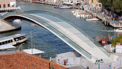 Puente diseñado por Calatrava en Venecia.