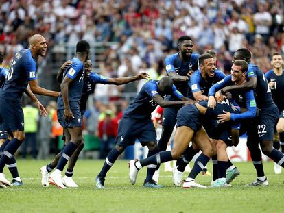 La selección francesa de fútbol festeja el campeonato del Mundial de Rusia 2018.