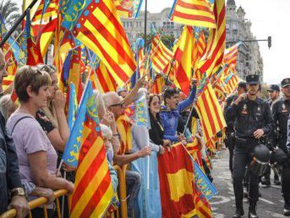 Más de 1.500 policías se desplegaron para evitar posibles disturbios en el día de la Comunidad Valenciana