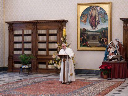 El papa Francisco durante el rezo del Ángelus el domingo en el Vaticano.