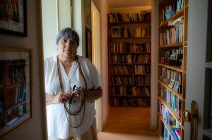 La escritora Ana Luísa Amaral, en su vivienda en Matosinhos a las afueras de Porto (Portugal).
