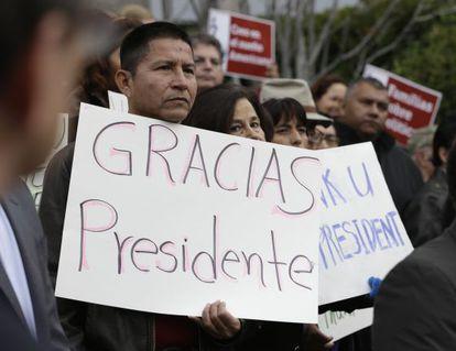 Manifestación para celebrar las medidas de Obama, el viernes en Sacramento.
