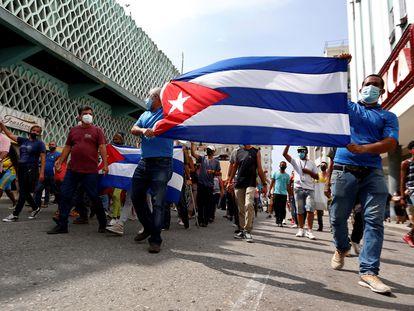 Manifestantes en contra el Gobierno de Cuba, en La Habana.