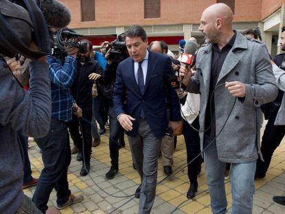 Ignacio González, saliendo el pasado abril de los juzgados de Estepona.