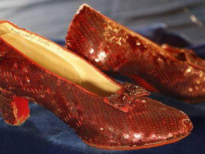 Los zapatos que lució Judy Garland en 'El Mago de Oz' recuperados por el FBI.