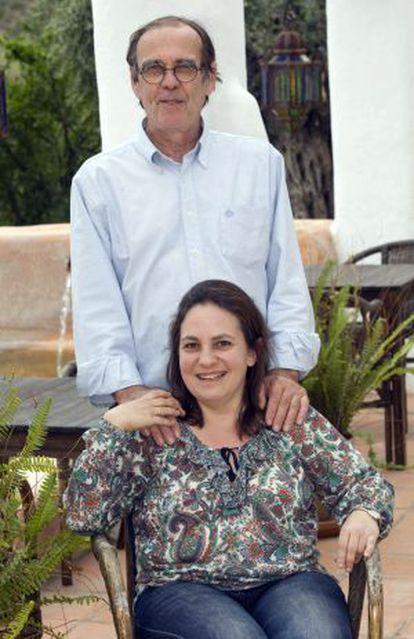 Galera y su marido, en su casa en Níjar (Almería).