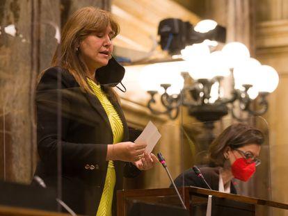 La presidenta del Parlament, Laura Borràs, durante el pleno del Parlament celebrado el pasado día 29 en el Salón de Plenos. A la derecha la vicepresidenta  Eva Granados. EFE/Enric Fontcuberta POOL