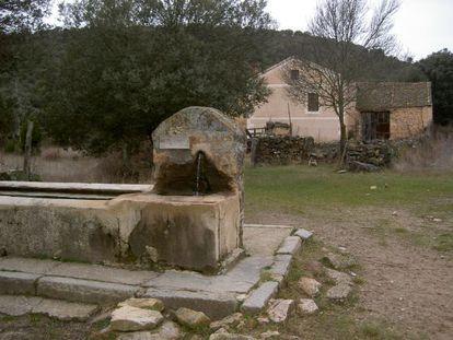 La Alameda, en Segovia, pueblo abandonado, a la venta por 380. 000 euros, negociables.